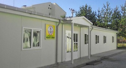 Karmod telah membina sebuah bangunan sekolah menengah pasang siap.