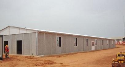 Bangunan tapak kerja pasang siap di Mine, Senegal